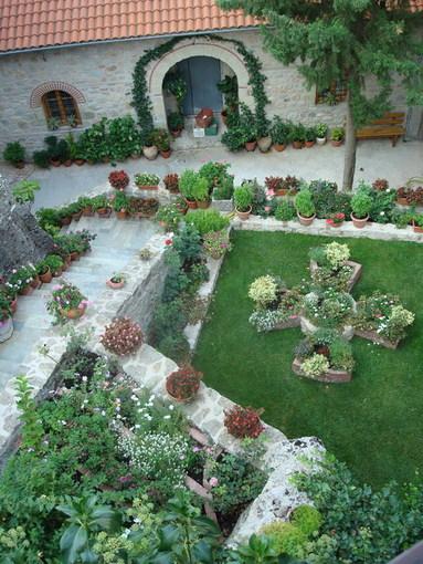 Греция, Метеоры, дворик женского монастыря