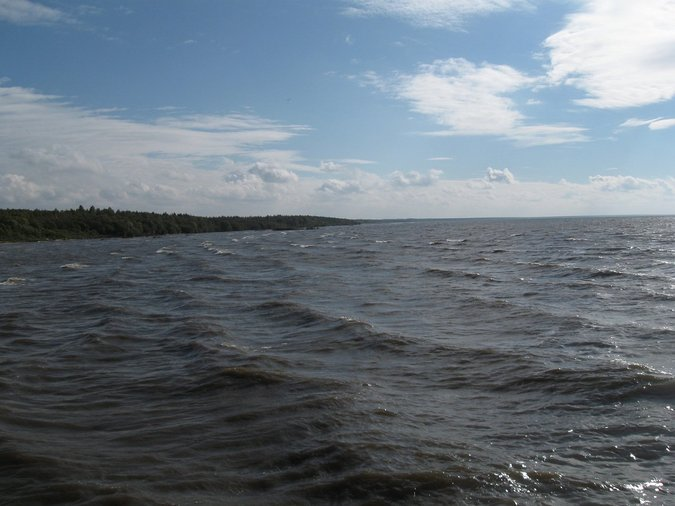 Озеро не спо..