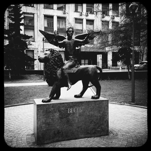 «Весть» (Sculpture «Message»)