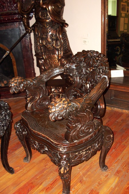 Резной деревянный стул.JPG
